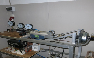 Vacuum brake booster test stand